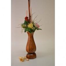 Vaza iz orehovega lesa